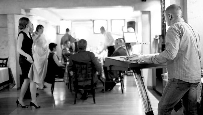 Klavijaturista na svadbi-  Manje je više