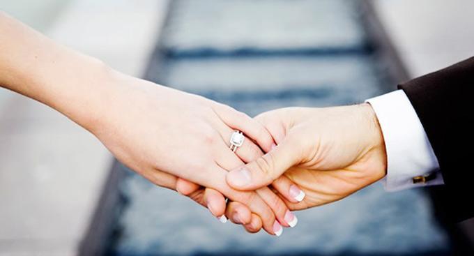 Zašto burmu i verenički prsten nosimo na domalom prstu